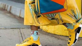 เดรสสีเหลือง ใส่รองเท้าสีอะไรดี!?