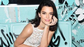 ส่องสไตล์การแต่งหน้านางแบบคิ้วเป๊ะ Kendall Jenner สุดแซ่บ!