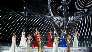 """""""มิสยูนิเวิร์ส 2018"""" รอบตัดสิน คอนเฟิร์ม 5 คนดังระดับโลกมาไทยแน่!"""