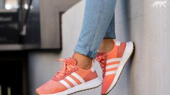รองเท้าผ้าใบเทรนด์สี Pantone 2019 คิ้วท์เว่อร์