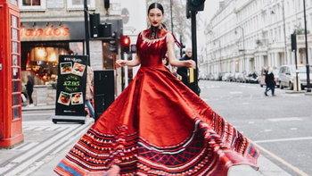 """""""แพนเค้ก เขมนิจ"""" พาผ้าไทยอวดความปังในงาน """"London Fashion Week 2019"""""""