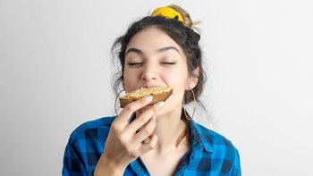 5 อาหารต้องห้าม กินแล้วอาจทำให้สิวลุกลามจนหน้าพัง