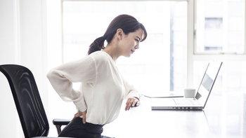 4 อาการปวดจากการนั่งทำงานผิดท่า ภัยเงียบที่สาวออฟฟิศต้องระวัง!