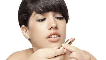 10 วิธีทาลิปสติกสีนู้ดให้รอด ให้ปากน่าจุ๊บ ไม่ดูซีด