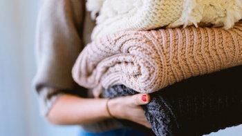 """เพิ่มความสดใสให้ฤดูหนาวด้วยเสื้อผ้าแฟชั่น """"สีหม่น"""""""