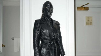 """Kim Kardashian"" กับแฟชั่นลุคจัดเต็มในชุดหนังดำ ตั้งแต่หัวจรดเท้า"