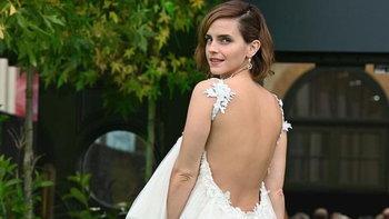 Emma Watson ปรากฏตัวบนพรมแดงอีกครั้งในชุดที่รีไซเคิลจากชุดแต่งงานเก่า
