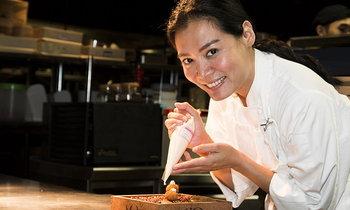 หลากรสชาติชีวิตของ 'เชฟหงส์' เชฟสาวที่สร้างชื่อให้กับอาหารไทยในอเมริกา