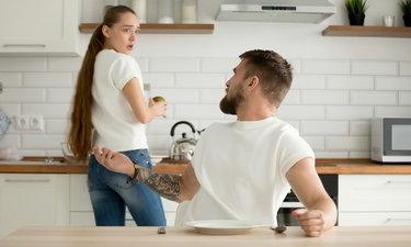4 พฤติกรรมยอดแย่ที่ผู้ชายทำ เพื่อบีบบังคับให้คุณเดินออกไปจากชีวิต