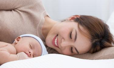 8 เทคนิคสำหรับคุณพ่อคุณแม่มือใหม่ ฝึกลูกน้อยยังไงให้หลับสนิทนานตลอดคืน