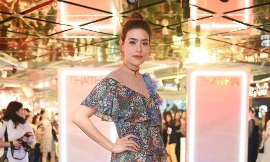 พาส่องลุคดาราไปดูแฟชั่นโชว์ที่งาน THAITHAI Summer on Board 2018