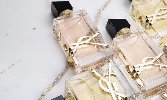 น้ำหอมกลิ่นใหม่ สีโรสโกลด์ สวยหรู หอมจากมวลกลิ่นของดอกไม้ จากYSL
