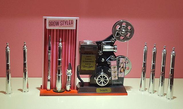 เรื่องคิ้วต้องยอม! Brow Styler ดินสอเนื้อแว็กซ์และฝุ่นเม็ดสีแน่น ติดทนนาน