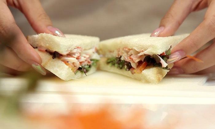 แซนวิชปูอัดสลัดผัก อร่อยง่าย ไม่กลัวอ้วน