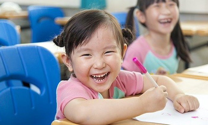 โรงเรียนทางเลือกคืออะไร สอนแบบไหน แล้วจะเหมาะกับลูกหรือเปล่า