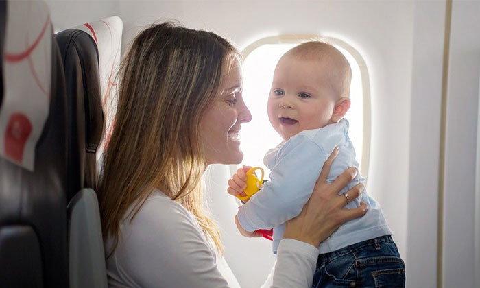 พาลูกน้อยขึ้นเครื่องบินไปเที่ยวต่างประเทศครั้งแรก พ่อแม่ต้องเตรียมตัวอย่างไร