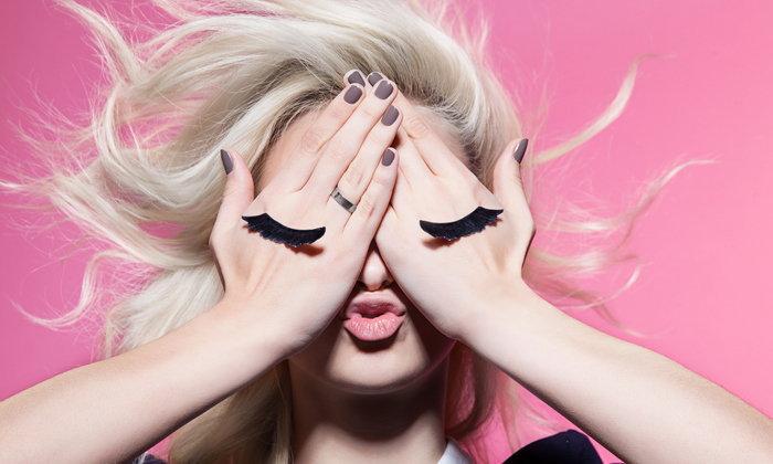 5 เทคนิคแสนง่าย ช่วยให้คุณติดขนตาปลอมได้อย่างมืออาชีพ
