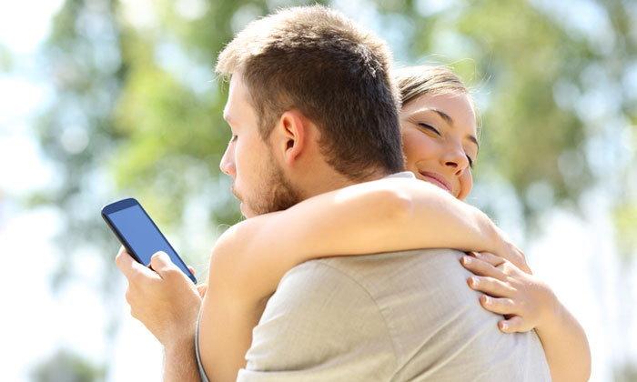 6 สัญญาณบอกให้รู้ว่าแฟนคุณอาจคบซ้อน