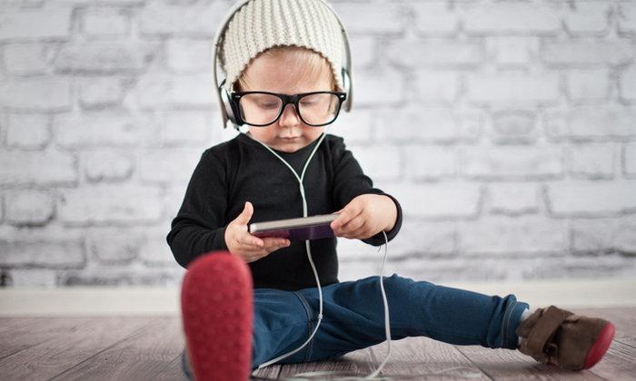 หูฟัง เป็นอันตรายต่อเด็กและวัยรุ่นได้อย่างไร