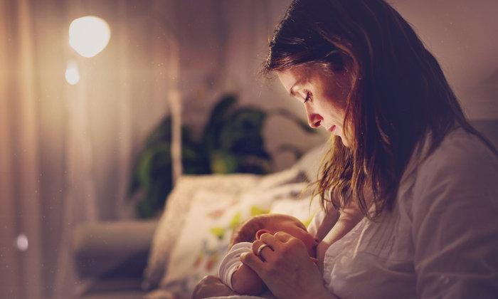 รับมืออย่างไรดี เมื่อคุณแม่ต้องอดนอนจากการเลี้ยงลูกวัยแรกเกิด