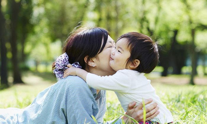 คุณแม่รู้ไหม กอดลูกบ่อยๆ ส่งผลดีมากกว่าที่คิด