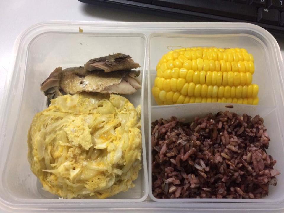ไข่ตุ๋นใส่ผัก + ปลาทู + ผัก