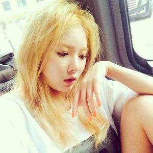 1461081183 hyuna instagram blonde 300x300
