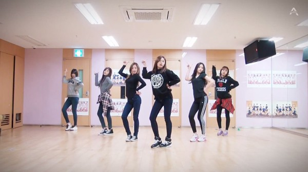 1513730293 apink luv dance practice