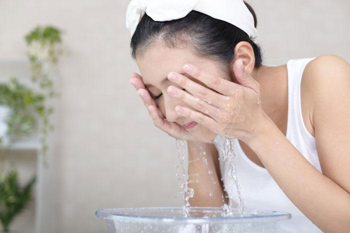 ล้างหน้าก็สะอาด แต่ทำไมสิวยังขึ้น เช็กสิ คุณล้างหน้าแบบผิดๆ อยู่หรือเปล่า?