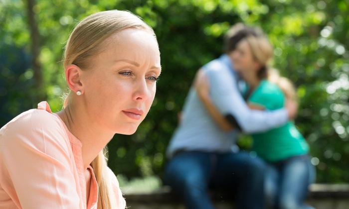 วิธีจัดการตัวเองเมื่อคิดถึงแฟนเก่า สลัดความเศร้าให้หลุดไปอย่างได้ผล