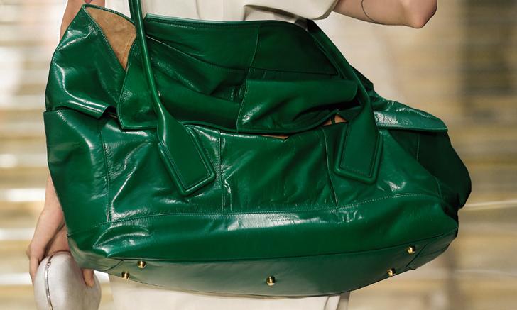 กระเป๋า Arco Slouch ไอเท็ม unisex คู่ใจใบใหม่ จาก Bottega Veneta